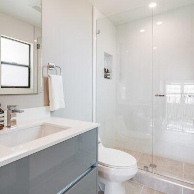 Beautiful mezzanine level bathroom